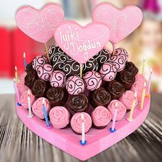 çiçek sepeti çikolata - Recherche Google Birthday Cake Gif, Good Birthday Presents, Marriage Proposals, Easy Cake Recipes, Truffle, Cooking Recipes, Sweet, Party, Desserts