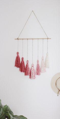 DIY Wanddeko im Boho Stil selber machen. Wandbehang mit Wolle basteln. Dekoration.
