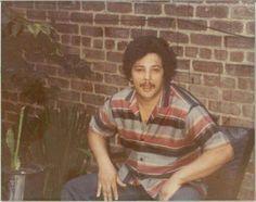 CARLOS SANTOS..( Nacio el 13 de marzo de 1946) en Cataño, Puerto Rico, al graduarse de escuela superior se mudo a la ciudad de Nueva York. En 1968 comenzo su carrera musical con la orquesta de Louie Ray, luego con Manny Burgos y en el 1969 fué descubierto por Joey Pastrana con quien grabo 4 producciones. Entre sus éxitos con Joey se encuentran Chacaboom, Las cosas de la vida, El telefonito, Amor verdadero entre otros. En el año 1971 grabo con Kako y en 1973 entro a cantar con Ray Barreto…