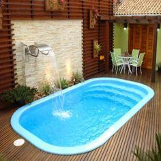 Piscinas pequenas piscinas com deck de madeira for Modelos de piscinas pequenas