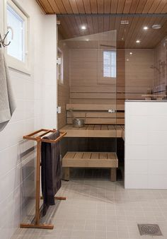 Sauna the modern way Bathroom Spa, Laundry In Bathroom, Bathroom Interior, Modern Bathroom, Sauna Steam Room, Sauna Room, Saunas, Basement Sauna, Sauna Seca