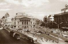 Ilyen is volt Budapest - évek vége, Blaha Lujza tér Old Pictures, Old Photos, Vintage Photos, Vintage Architecture, World Literature, National Theatre, Budapest Hungary, Capital City, Park City