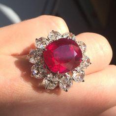 Ask the Jewelry Guru! Lady Vivian: The 'Crimson Flame', ct Burmese ruby Garnet Jewelry, Red Jewelry, Vintage Jewelry, Fine Jewelry, Jewellery, Diamond Jewelry, Faberge Eier, Beautiful Rings, Jewelry Collection