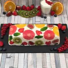 Fantasy Ice Cream Cake, Equal parts light and lovely. Place the strawberry and passion fruit sorbet balls lengthwise on plastic wrap. Roll the whole thing into a sausage roll using plastic wrap and place it in the freezer for 1 hour. Mango Sorbet, Raspberry Sorbet, Passion Fruit Sorbet, Cream Cake, Ice Cream, Glace Fruit, Deco Fruit, Dessert Light, Le Boudin