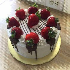 42 Ideas for cake fruit chocolate dessert recipes Cake Decorating Techniques, Cake Decorating Tips, Mini Cakes, Cupcake Cakes, Bolo Minion, Cake Recipes, Dessert Recipes, Chocolate Desserts, Chocolate Drip