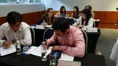 Todos los asistentes permanecieron atentos a las explicaciones de la ponente.