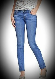 Οσα jeans κ να εχουμε ποτε δεν ειναι αρκετα,ετσι δεν ειναι?Τα συνδυαζουμε με τα ΠΑΝΤΑ!!!!Σημερα επιλεγουμε να το ταιριαξουμε με ενα πουα μπλουζακι κ μπαλαρινες για ενα χαλαρο look....