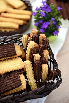 Spritzgebäck German Cake, Cookie Press, Cookie Bars, No Bake Cake, Baked Goods, Sweet Recipes, Cookie Recipes, Biscuits, Almond