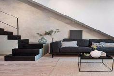 Dette nøye utvalgte Douglasgran gulv, fra den svenske produsenten Rappgo, er gjennomsyret av nordisk tradisjon. Den vakre teksturen og naturlige Douglasgran karakteren har vært elsket i generasjoner. Douglasgran varme tone gir et uttrykk for autentisitet og tradisjon. Table, Furniture, Home Decor, Decoration Home, Room Decor, Tables, Home Furnishings, Home Interior Design, Desk