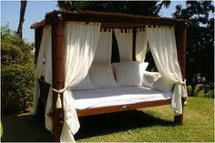 Google Image Result for http://www.chilloutbeds.com/images/balinese_4poster_bed_01_500.jpg
