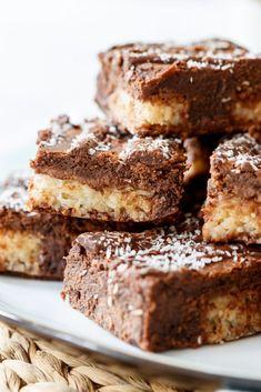 Bounty brownies - Zoetrecepten Brownie Cupcakes, Blondie Brownies, No Bake Brownies, Cheesecake Brownies, Pie Cake, Vegan, Sweet Cakes, Chocolate Lovers, Cookie Bars