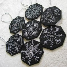 Embroidered snowflake ornaments--this would be nice in royal blue with beading on snowflakes Snowflake Ornaments, Handmade Ornaments, Felt Ornaments, Snowflakes, White Snowflake, Sashiko Embroidery, Hand Embroidery, Mery Crismas, Felt Christmas