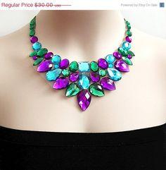 ON SALE rhinestone bib necklace wedding bridesmaids por BienBijou, $27.00