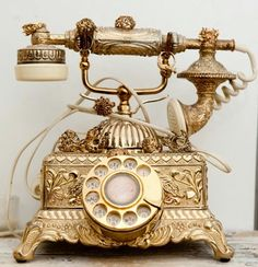 A beautiful vintage telephone. Imagine something like this at your classic gold wedding allowing guests to record voicemail messages to the happy couple as a unique guest book or alternative guest book idea. Vintage Glam, Vintage Love, Vintage Decor, Vintage Antiques, Vintage Items, Vintage Vanity, Vintage Style, Vintage Vignettes, Vintage Boots