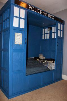 Building a TARDIS Bed: Building a TARDIS bed Good.