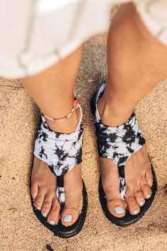 Treat your mind, body and sole to sandals made outta real yoga mat footbeds. Om yeah!