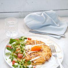 Krispiga blomkålsrårakor med parmesan, krispigt grönt och tångkaviar - Recept - Tasteline.com