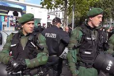 Die Polizei war zum Freitagsgebet mit insgesamt 1900 Beamten im Einsatz.