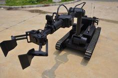 雪豹-20。中国にあるCASIC(中国航天科工集团公司)にて発表されたEOD(爆発物処理)などに対応するロボット。人間に代わって過酷な環境下でも使用可能な設計とのこと。連続稼働時間は凡そ2時間とされる。