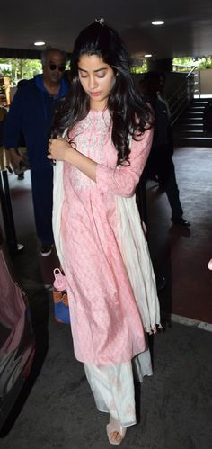 Janhvi Kapoor spotted in a pink and white traditional at the airport! Indian Attire, Indian Wear, Indian Outfits, Fresh Outfits, Stylish Outfits, Indian Dresses For Girls, Simple Kurta Designs, Indian Actress Photos, Desi Wear