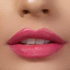 Reichhaltiger Lippenstift mit intensiver Farbe und langanhaltendem Komfort. Lipgloss, Lipstick, Mascara, All American Girl, Lip Liner, Komfort, Smooth Lips, Nail Polishes, Vegans
