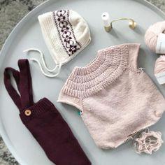 ~ Anker i godt selskap..lilletigerstrikk#ankerstrøje av @petiteknit #margotbuksa av @ministrikk og #puttykyse av @sandnesgarn