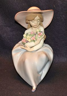 LLadro Fragrant Bouquet Figurine