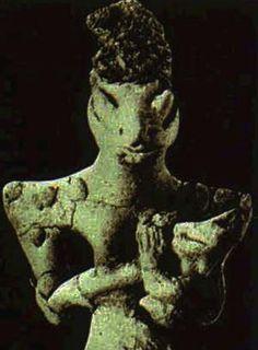 Estatuilla sumeria que representa a la diosa sumeria Nammu, madre de Enki.