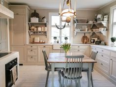 Marbodal - Hemma hos Sandra - Fagerö PLUS beige Cozy Cottage, Cozy House, Farmhouse Rules, Scandinavian Home, Historic Homes, Victorian Homes, Home Kitchens, Interior Decorating, Sweet Home