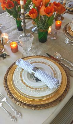 Fabiana's thanksgiving table at Ciao Newport Beach ? It is so beautiful, I love how the flowers are the main attraction  and pop against the neutral base and all the pretty metallic accents!