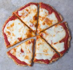 Cauliflower Pizza Crust - Just 5 Ingredients!-The BEST and easiest cauliflower pizza crust recipe ever - This is so good, you'd never guess it could possibly be so healthy! Easy Cauliflower Pizza Crust, Sticky Sesame Cauliflower, Cauliflower Soup Recipes, Vegan Cauliflower, Cauliflower Wings, Buffalo Cauliflower, Healthy Pizza, Healthy Snacks, Healthy Corn