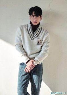 The photos of SHINee's 2018 Season's Greetings Monthly Planner - AUGUST has been released! Shinee Jonghyun, Lee Taemin, K Pop, Lee Jinki, Kim Kibum, Attractive Men, Record Producer, Pop Group, Korean Singer