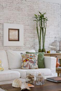 parede de tijolos na sala. 7 maneiras de usar parede de tijolinhos na sua casa. Parede de tijolos. Tijolinhos branco. tijolos na decoração.
