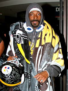 Snoop Doggy Dogg : A known member of the Steeler Nation :)