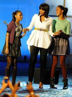 1st Lady Michelle Obama With Daughters Malia And Sasha ...