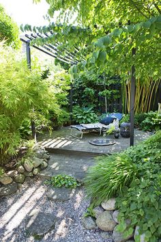 This is how you get the most out of a small garden - Libelle About Zo haal je het meeste uit een kleine tuin - Libelle Pin You can easily use my profi Diy Garden, Indoor Garden, Outdoor Gardens, Pergola Patio, Pergola Plans, Modern Pergola, Metal Pergola, Pergola Kits, Landscaping With Rocks