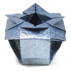 How to make a Verdi's origami vase (http://www.origami-make.org/origami-vase-verdi.php)