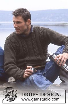 DROPS 85-11 - Knitted jumper for men with cables, in DROPS Karisma or DROPS Merino Extra Fine.