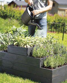 Lag plantekasse i flere etasjer - viivilla. Raised Garden Beds, Raised Beds, Outdoor Furniture, Outdoor Decor, Vegetable Garden, Outdoor Gardens, Yard, Gardening, Hem
