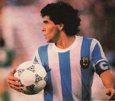 Pure Football, Retro Football, Retro Pictures, Cool Pictures, Retro Pics, Diego Armando, Football Images, Lionel Messi, Plein Air
