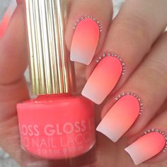 Tendance Vernis : Ombre nails are very trendy now. You can achieve the desired effect by using nail polish of different colors. To help you look glamorous we have found 30 pictures of beautiful nails. Neon Nails, Cute Acrylic Nails, Cute Nails, My Nails, Coral Ombre Nails, Bright Coral Nails, Ombre Nail Art, Peach Nail Art, Ombre Nail Colors