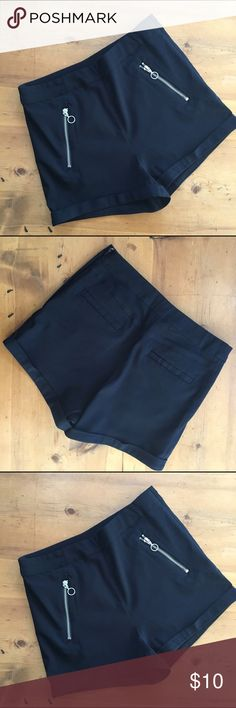 H&M Black Shorts ❤️HOST PICK❤️❤️Wardrobe PARTY Great preloved condition silver hardware pockets in front pockets in back short shorts simple black 13 inches long 14 inch waist flat measurement 2 inch inseam half zip on side with button closure viscose elastane very cute H&M Shorts