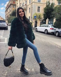 Cozy and cute faux fur jacket over casual outfit with edgy boots. Combat Boot Outfits, Winter Boots Outfits, Casual Winter Outfits, Winter Fashion Outfits, Fall Outfits, Street Style Outfits, Edgy Outfits, Fur Coat Outfit, Dr Martens Outfit