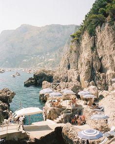 The Beach People, Capri Italy, Travel Goals, Amalfi Coast, New Wall, Adventure Travel, Adventure Awaits, Foto E Video, Places To See
