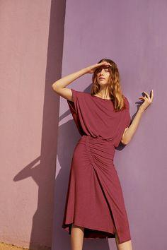 Slide View: 5: Etta Ruched Midi Dress