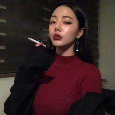 Image about girl in ulzzang queensㅡ by 르르 on We Heart It Smoking Ladies, Girl Smoking, Aesthetic People, Bad Girl Aesthetic, Korean Girl Photo, Piercings For Girls, Ulzzang Korean Girl, Uzzlang Girl, Girl Swag