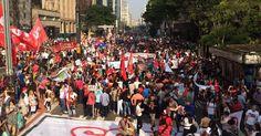 Manifestantes protestam contra Temer na Avenida Paulista