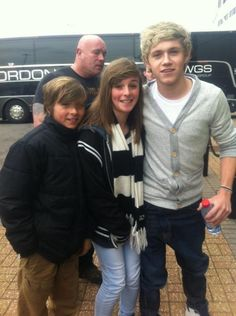 niall with fans today! 4/28/12 this is gonna be with me and @Makenzie Pedersen