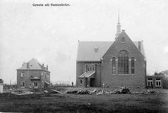 Gereformeerde Kerk en pastorie, Julianalaan, Sassenheim (ca. 1900) (www.refdag.nl)