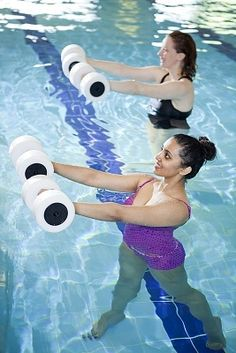 Abdominal Exercises in the Pool: Lose Weight without Breaking a Sweat. #exercise #swimmmingaerobics